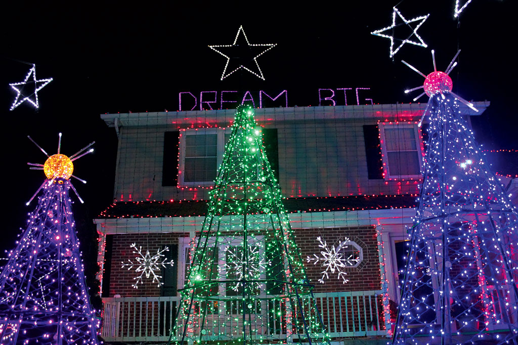 we found 3 of the craziest christmas light houses in washington