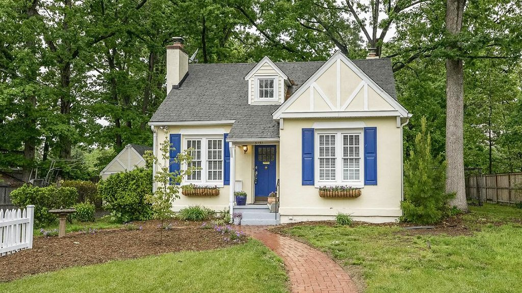 Under 500k: A Fairytale Cottage in Alexandria