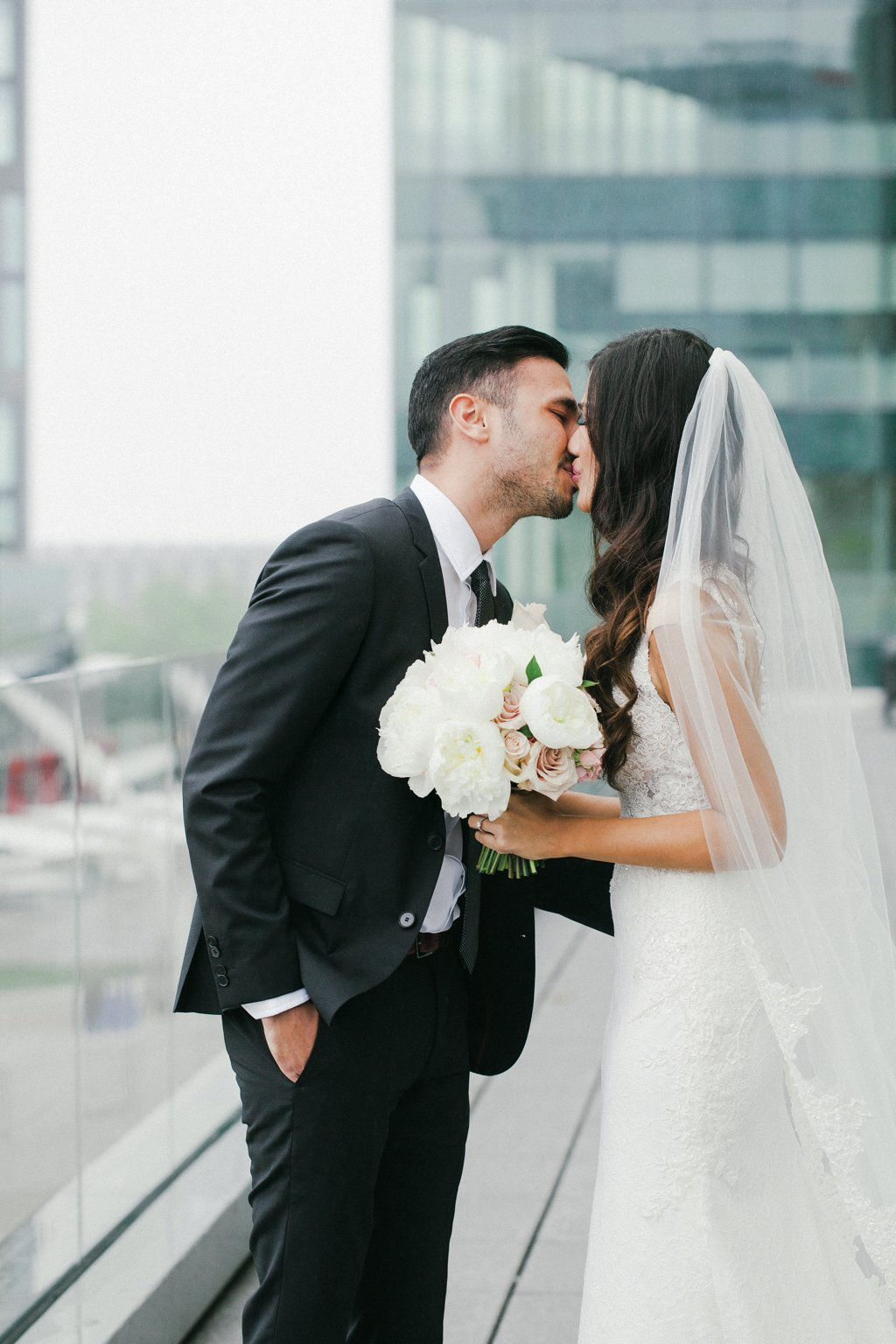 kissing-ok