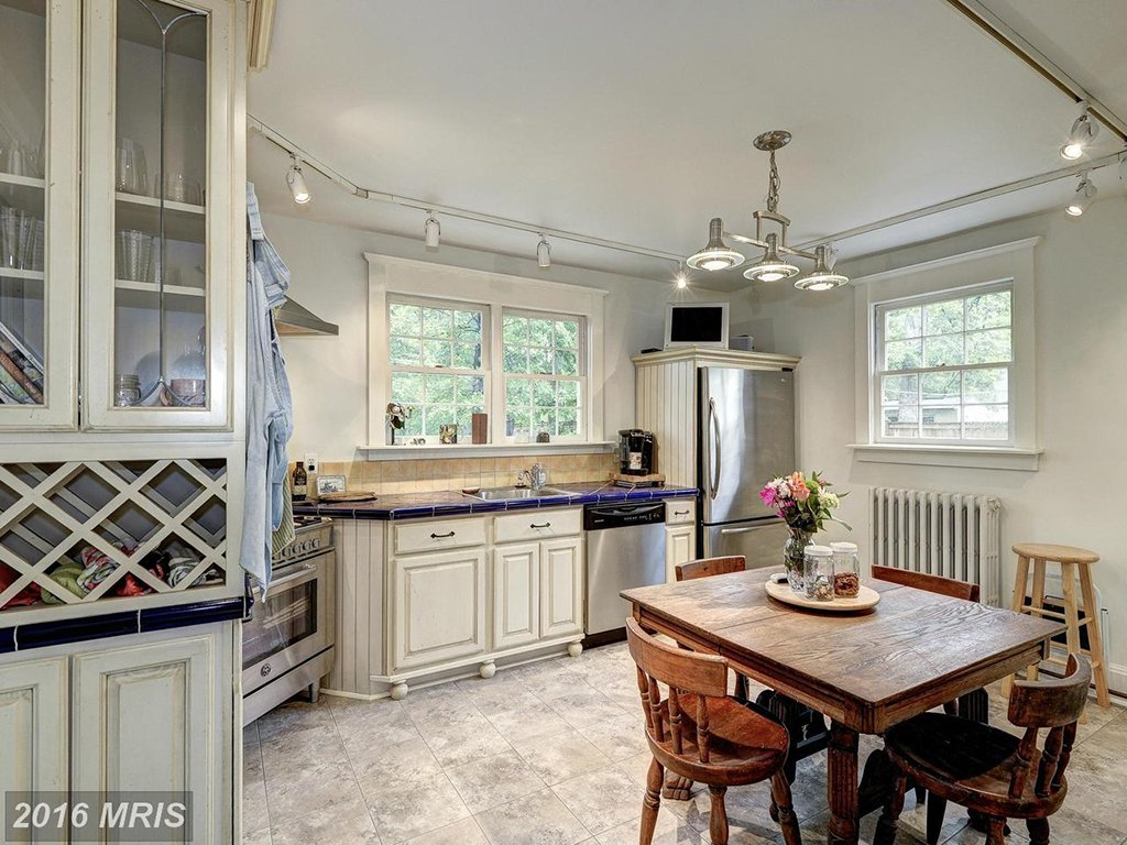 Under 500k: A Tiny Fairytale Cottage in West Alexandria
