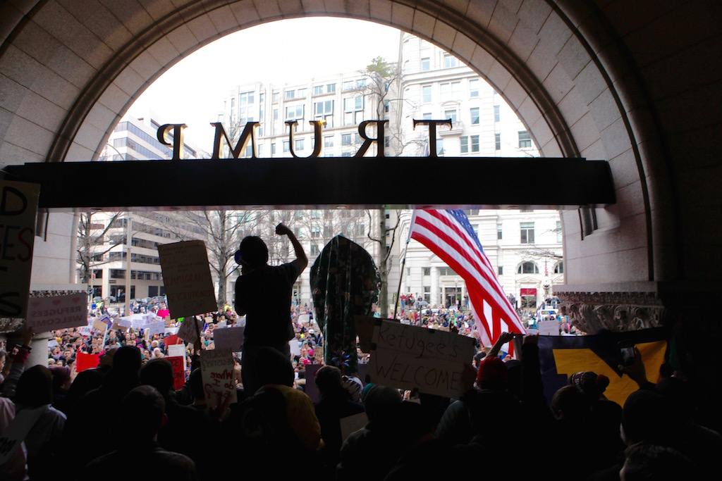 Photos: DC Protesters Blast Trump's Muslim Ban at White House and His Hotel