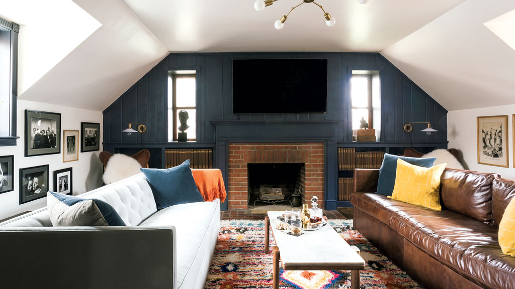 The Design Firm Residents Understood Modernized A Wall Of Wood Paneling With Benjamin Moore S Westcott Navy New Sconces And Chandelier Are By