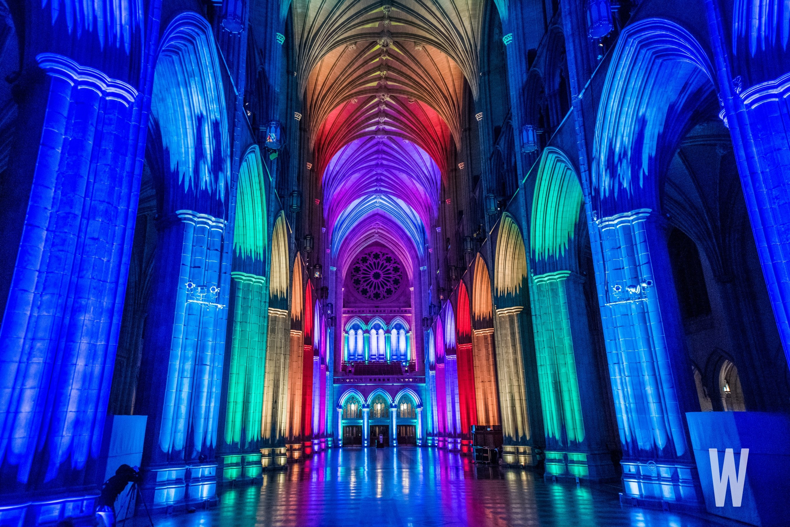 Photos the washington national cathedral was lit last for Lit national