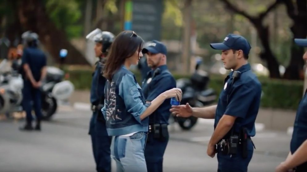 'SNL' Mocks Kendall Jenner's Pepsi Ad In The Best Way