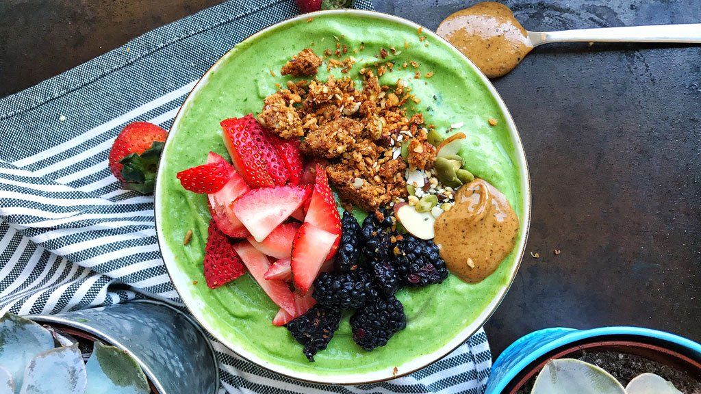 Matcha, Smoothie Bowls, and Rum Ice Cream: What a Healthy Food Blogger Eats in a Day