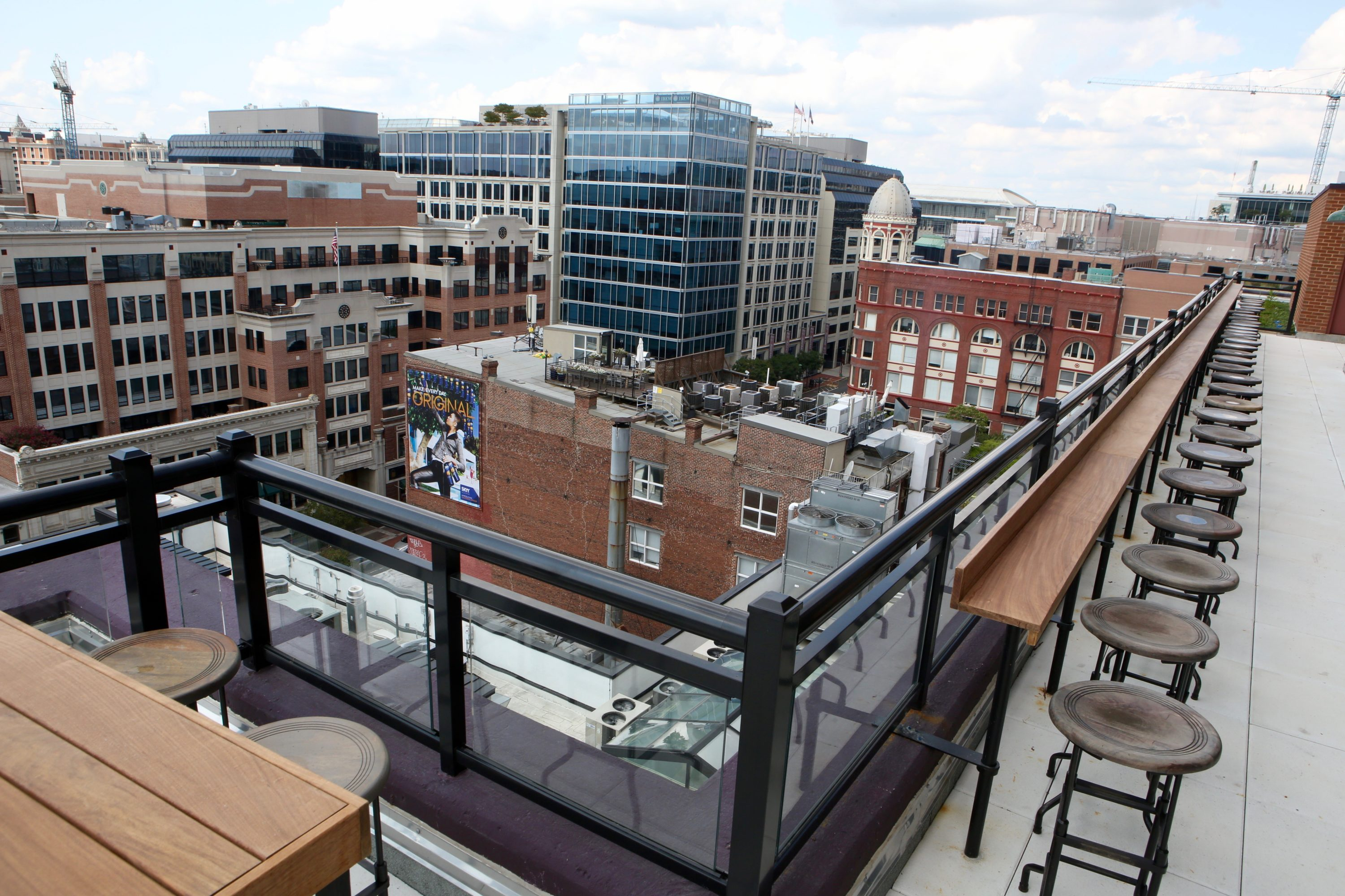 new chinatown rooftop bar serves 8 cocktails and lobster rolls with