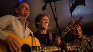 "Kevin Bacon Surprised an Alexandria Bar With a Performance of ""Footloose"""