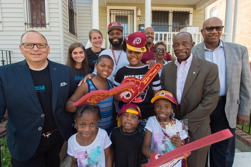 Leesa Sleep and the Washington Redskins Team Up to Tackle Bedlessness