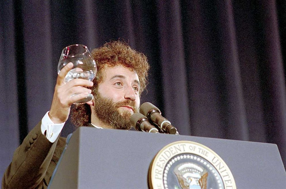 In April 1988, Smirnoff headlined the White House Correspondents' Dinner. Photograph by Ronald Reagan Presidential Library.