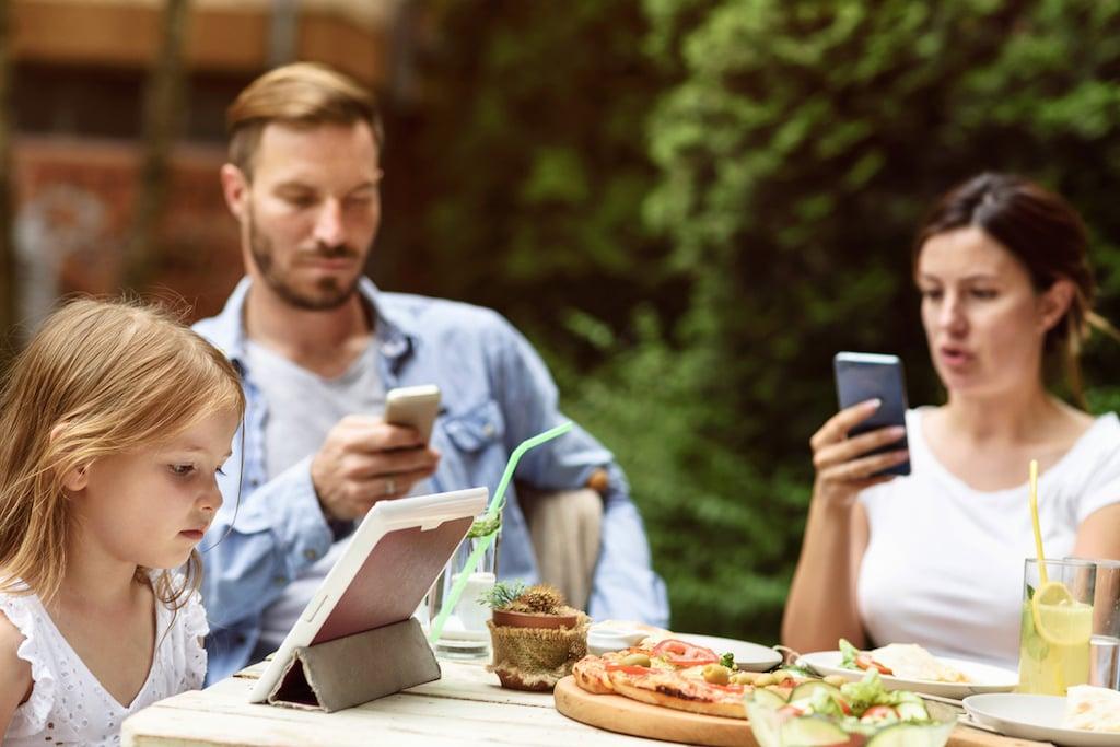 kids iPad restaurants