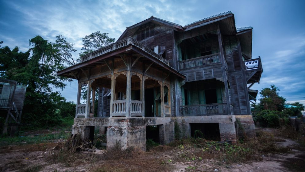 Nice Would You Move Into A Haunted House? These Washington Buyers (Allegedly)  Did.