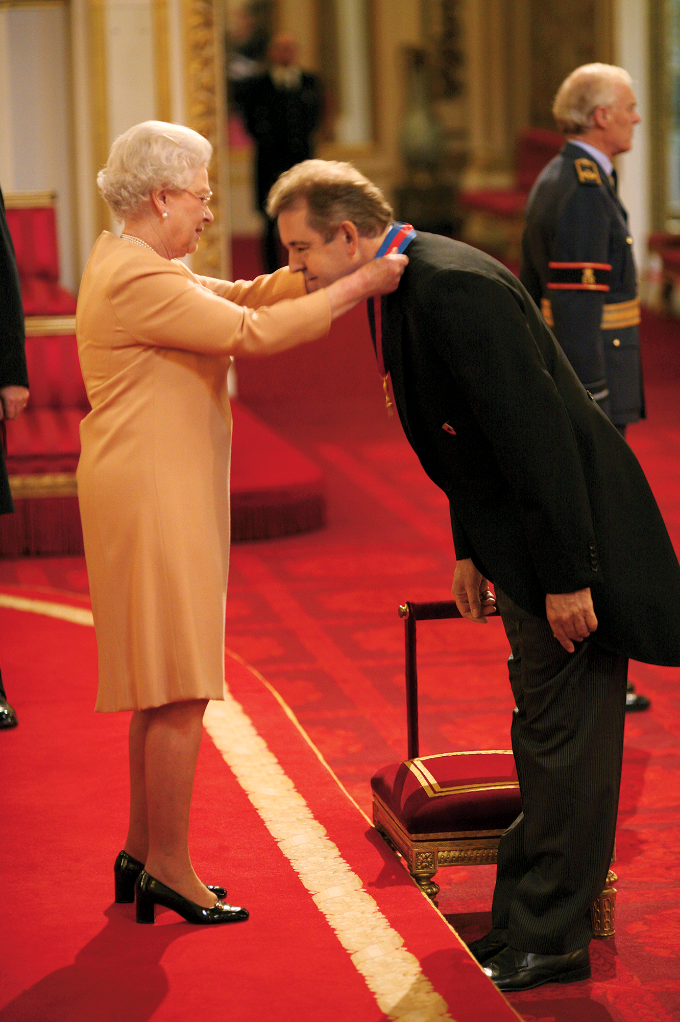 Sir It Up: Darroch gets knighted by the queen at Buckingham Palace in 2008. Photograph by Anthony Devlin/PA Images via Getty Images.