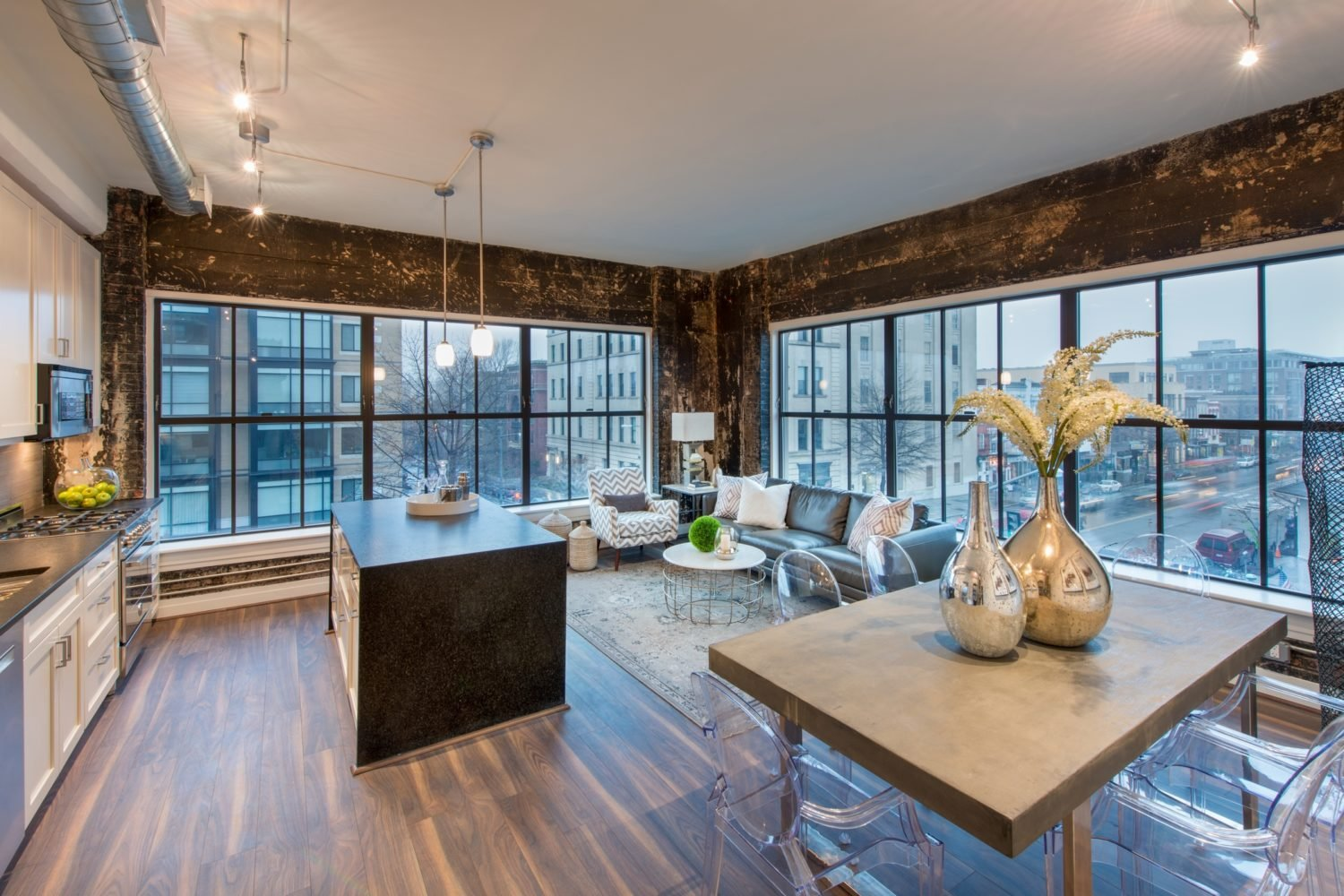 LUXURY LIVING IN A HISTORIC BUILDING IN THE HEART OF LOGAN CIRCLE