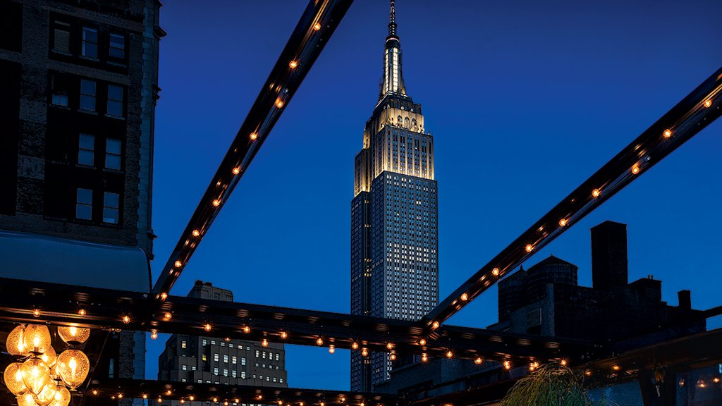 Magic Hour lounge offers a magical view of New York—and complimentary mini-golf on the roof. For more of our favorite free things to do on a visit to the Big Apple, turn the page. Photograph by Warren Jagger.