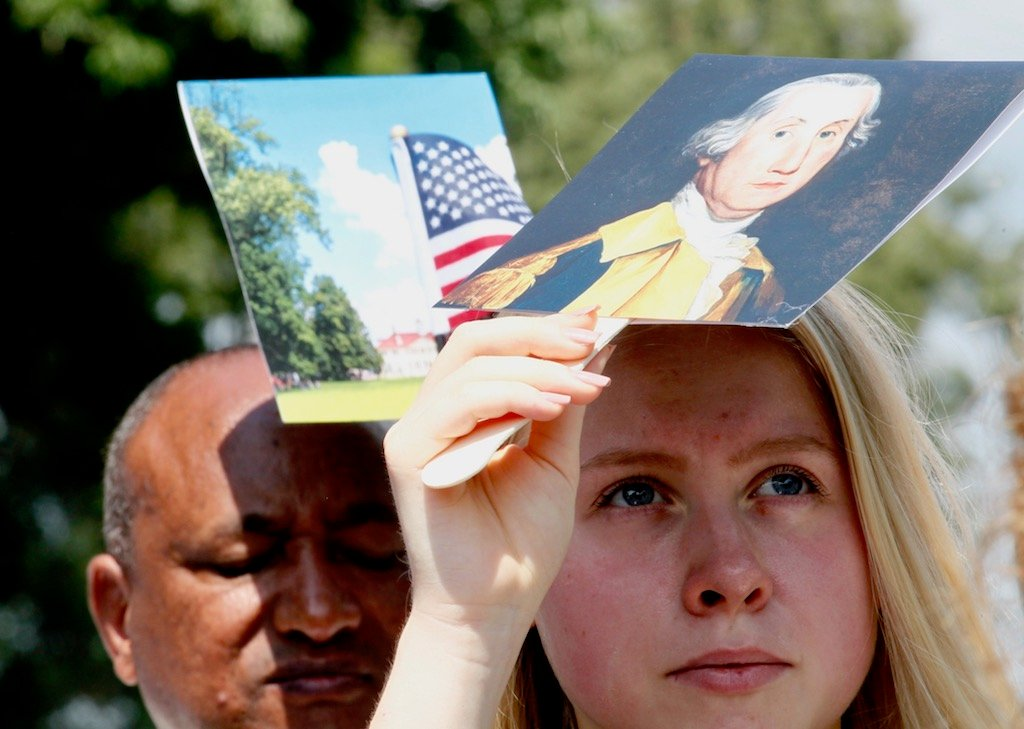 PHOTOS: US Naturalization Ceremony at Mount Vernon images 3