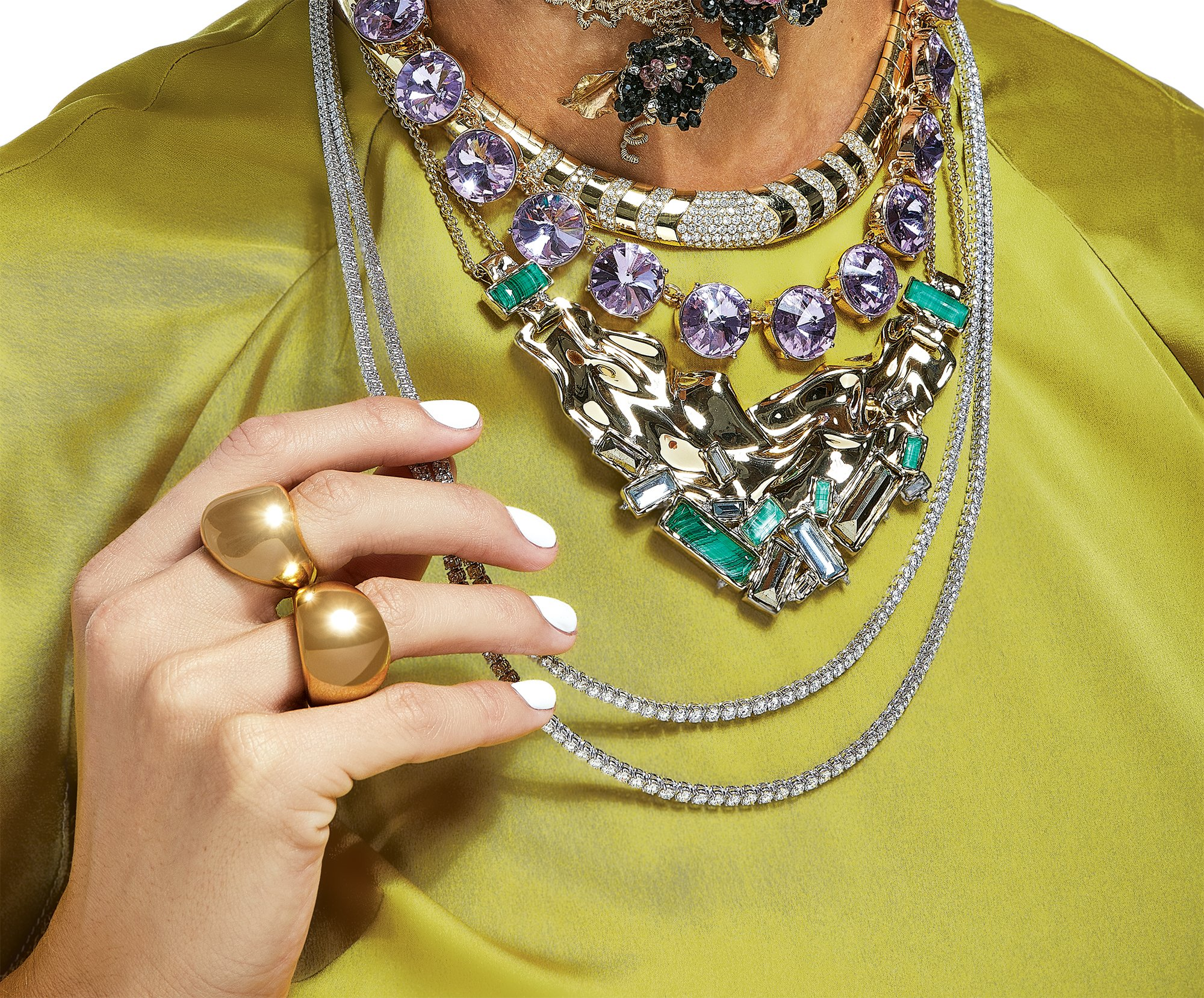 ef74b96a9 4 Glam Ways to Shake Up Your Statement Jewelry Game for the Holidays