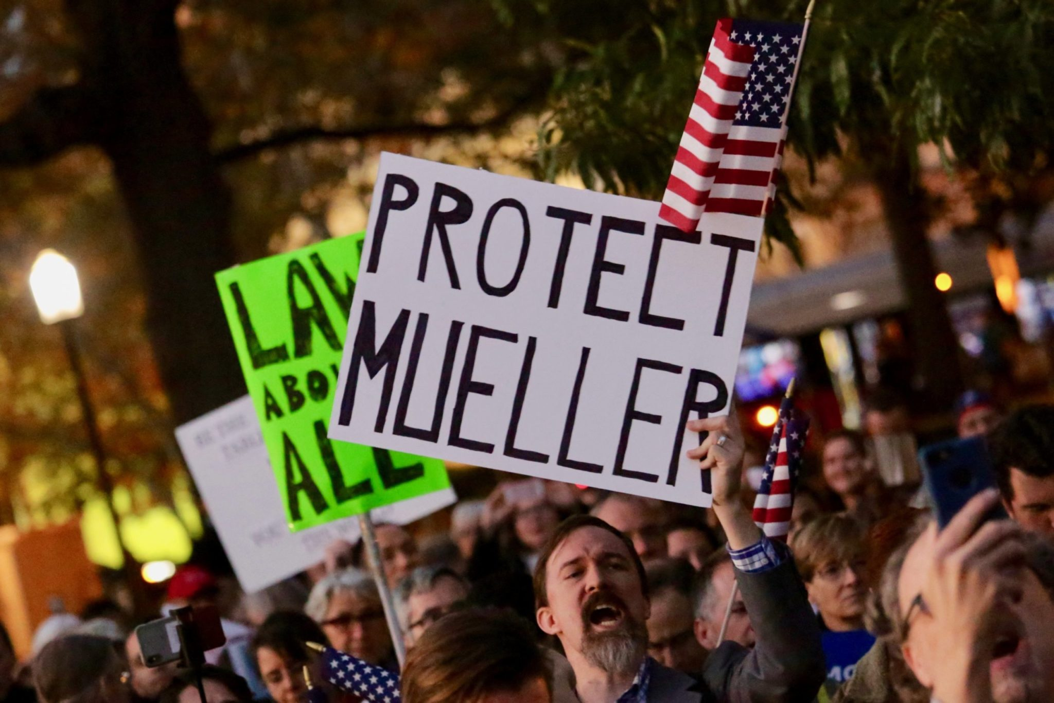 PHOTOS: Hundreds Gather in DC for a Pro-Mueller Demonstration