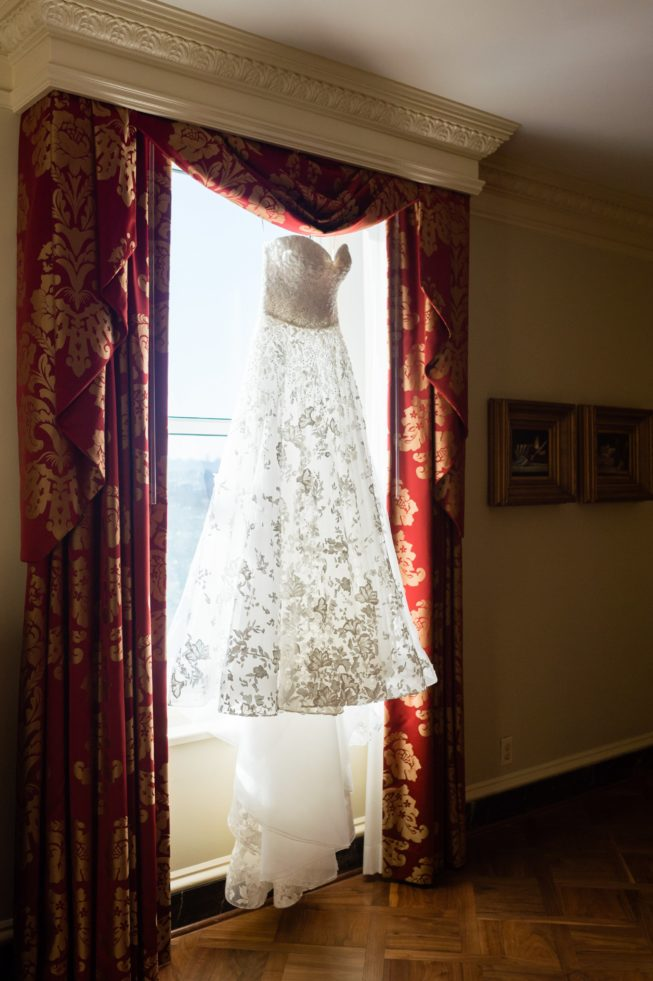 Natalie Garagiola & Eddie Longosz | Lisa Boggs Photography | natalie_eddie_baseball_holiday_wedding_011