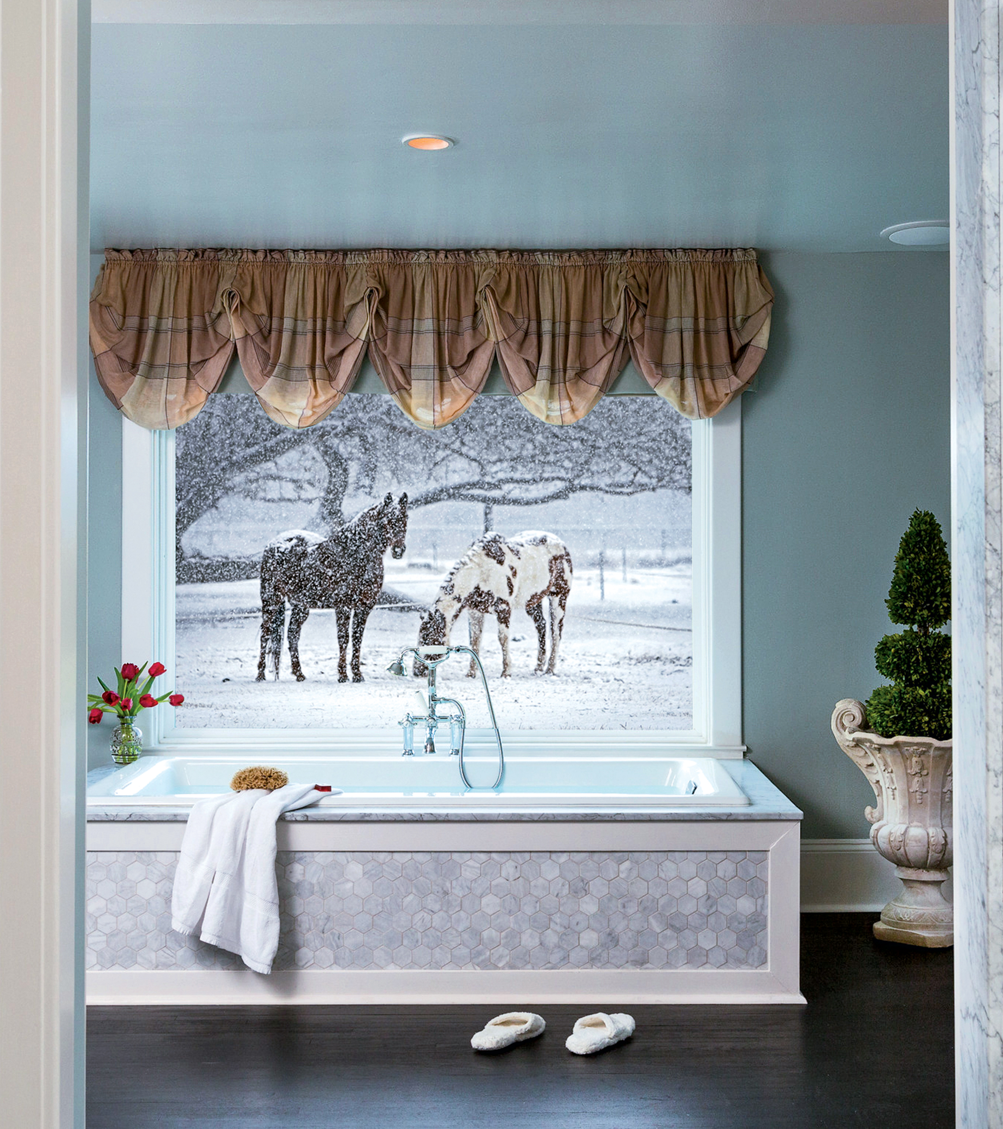 100 Very Best Restaurants, February 2019. Getaways for two: Glen Gordon Manor's Windsor Suite has a soaking tub that overlooks a field of horses. Photograph courtesy of Glen Gordon Manor.