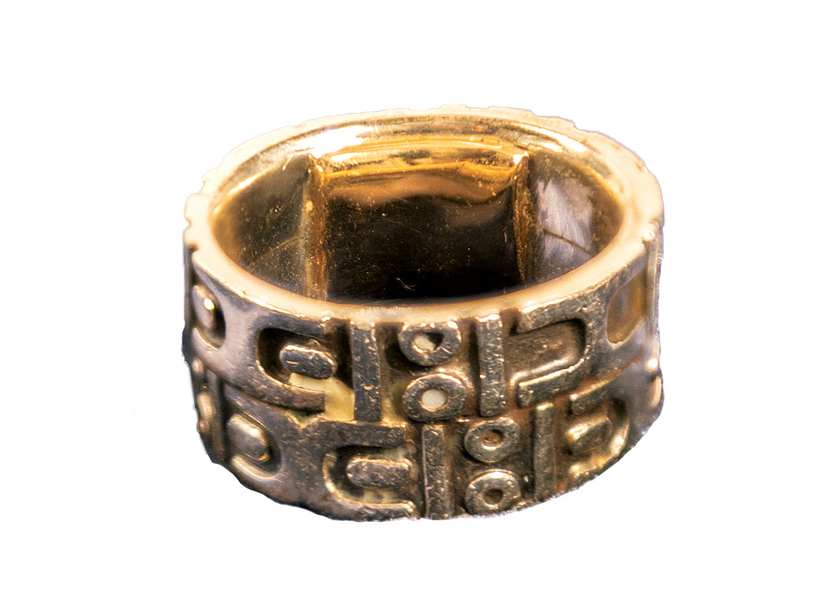 """Photograph Of Ring From €�rise Up Stonewall And The Lgbtq Rights Movement"""" Exhibit Courtesy Newseum: Smithsonian Blanket Wedding Ring At Reisefeber.org"""