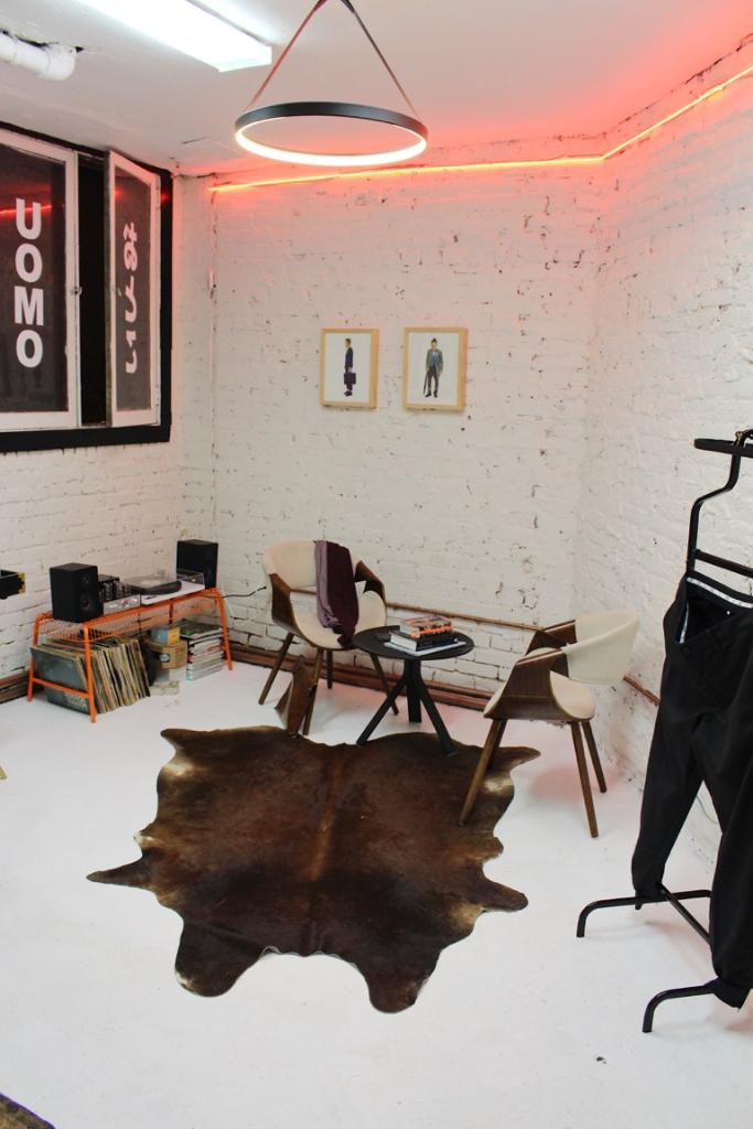 Awesome This Underground Fashion Boutique Highlights Dc Artists And Home Interior And Landscaping Ferensignezvosmurscom