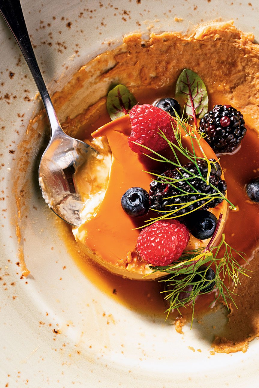 Flan with plantain purée and berries.