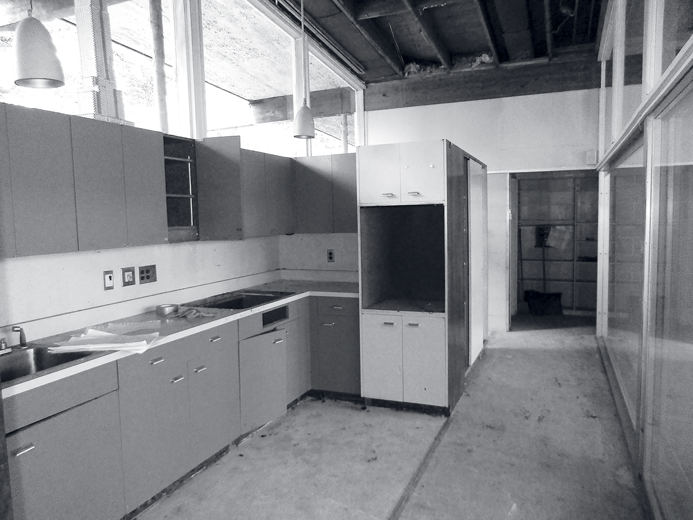 The kitchen before the renovation. Photograph courtesy of Wiedmann Architects.