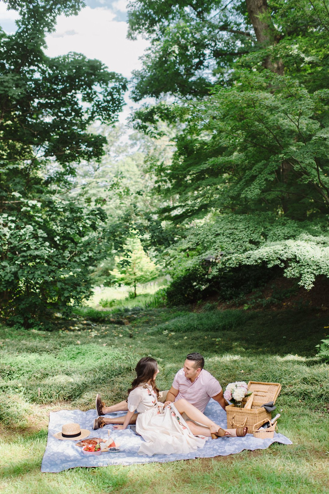 outdoor-engagement-photos