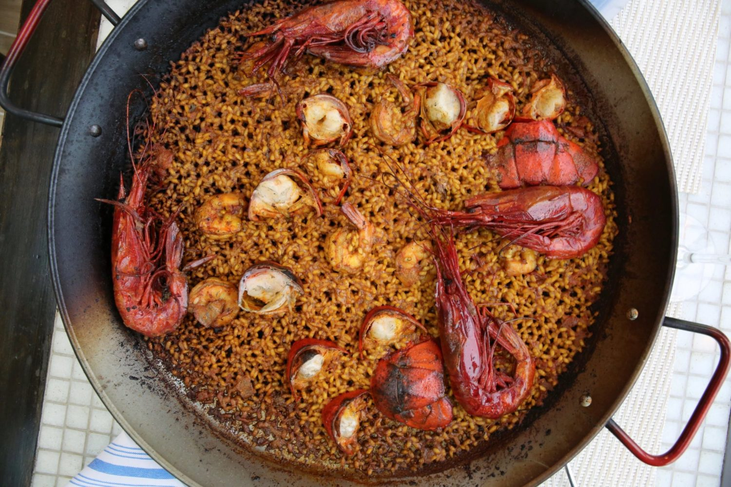 The Dénia-style paella with lobster and red prawn. Photo by Evy Mages.