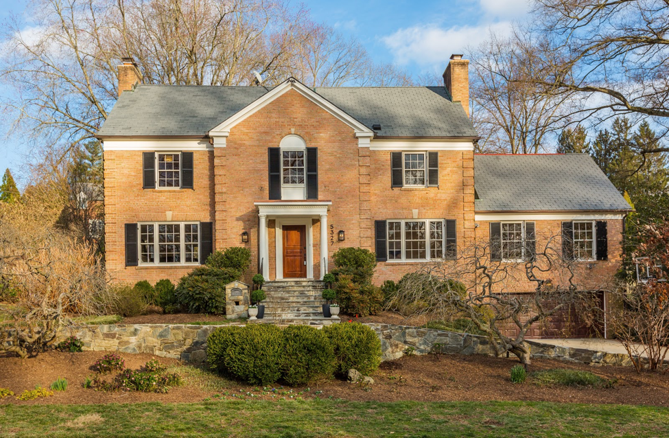Tour From Your Couch: 3D Tour of this Bethesda Spring Hill Stunner