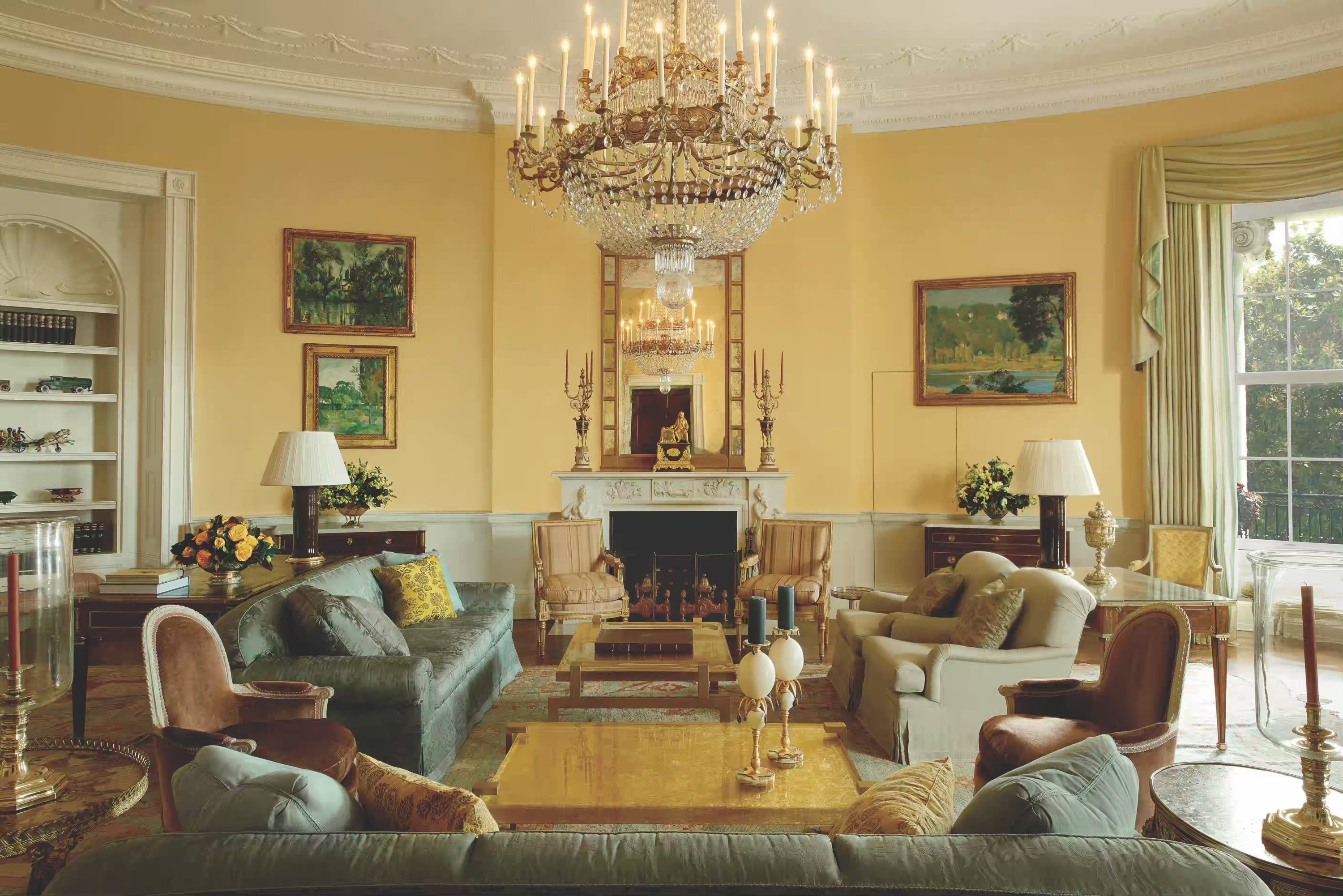 The Obamas Decorated With Finds From Crate Barrel Pottery Barn And Anthropologie According To A New Book About Their White House