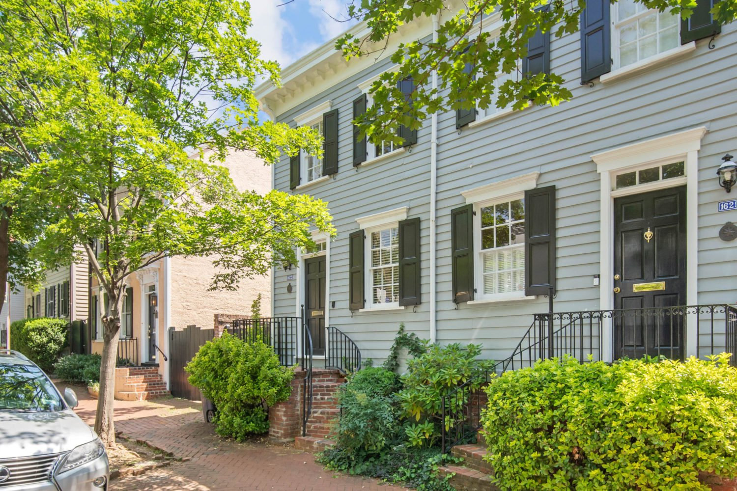 Turnkey Rowhouse with Charming Roof Deck in Georgetown