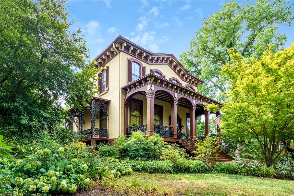 Historic Italianate Mansion Circa 1857